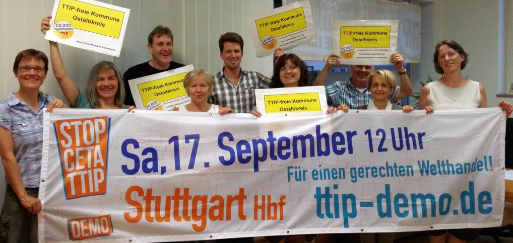 Die Vorbereitungsgruppe zeigt das Banner für die Demo am 17. September